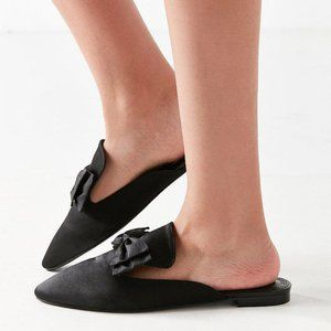 NEW Urban Outfitters Pointy Bow Slide Mule Flats